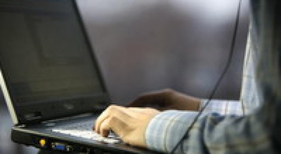 Internetowy oszust, który nabrał ponad 100 osób, zatrzymany