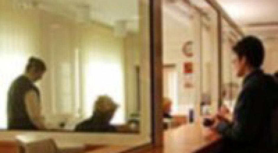 Banki zniechęcają do wpłat w okienku