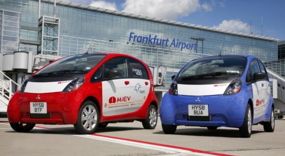 Elektryczne Mitsubishi na lotnisku we Frankfurcie