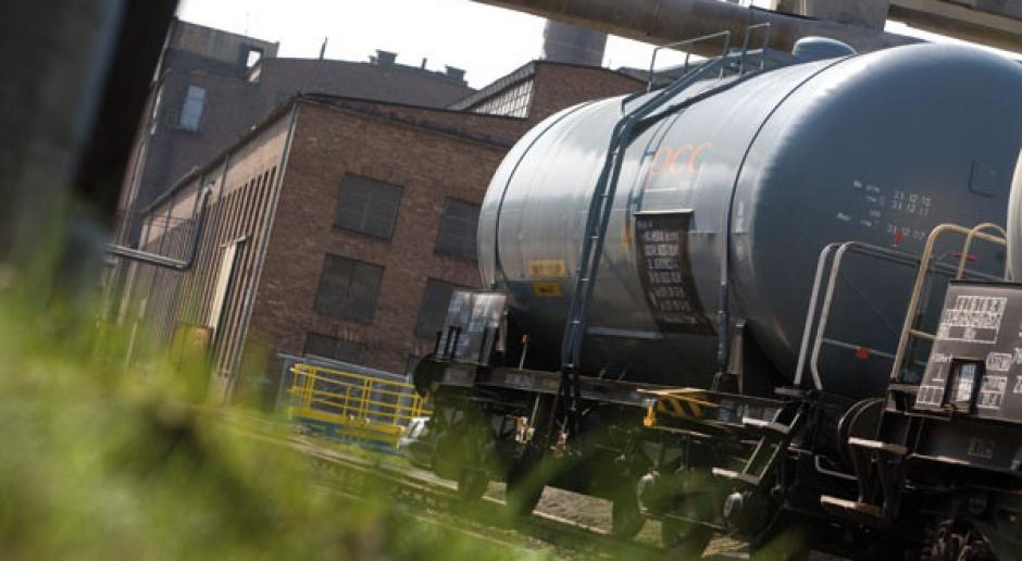 Chemia, kontenery, megawaty