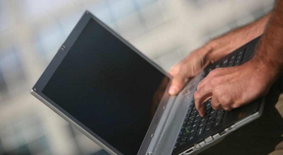 28 proc. Polaków raz w tygodniu dzwoni przez internet