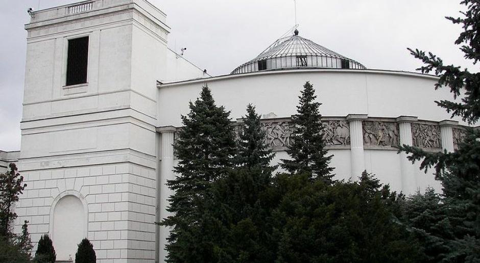 Sejm uchwalił ustawę o złotym wecie