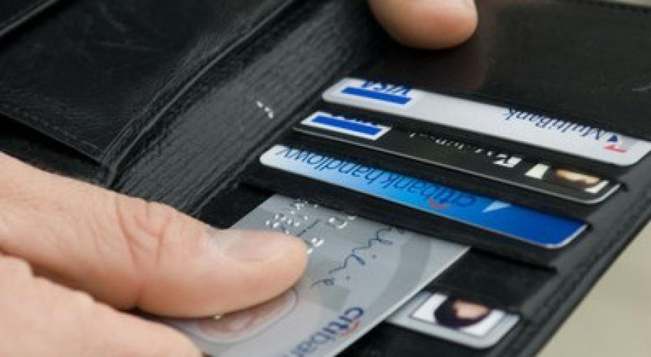 Banki omijają prawo i biorą opłaty za duplikaty kart