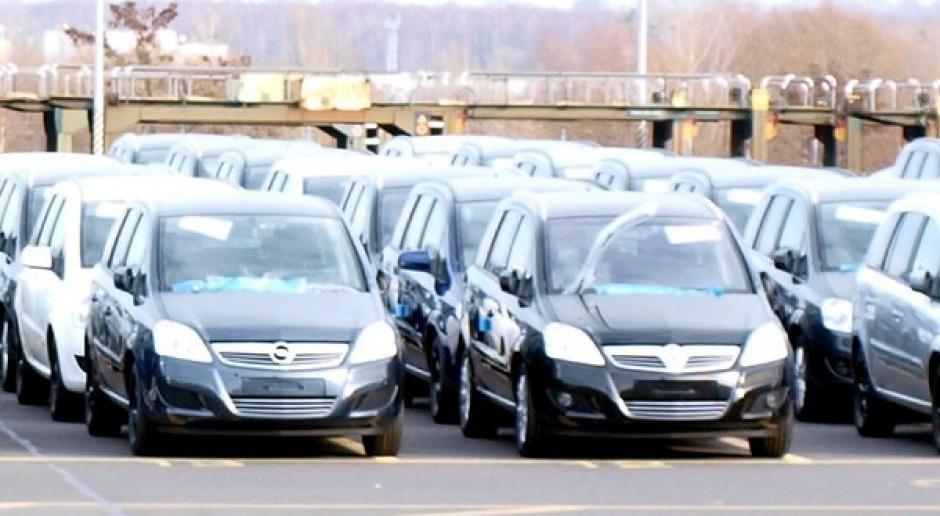 Sprzedaż aut w Polsce: mniej niż rok temu, więcej niż w lutym br