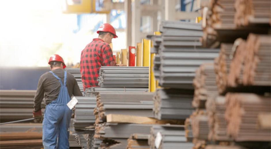 Producenci stali wchodzą w dystrybucję