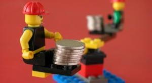 Samorządy ostrożniej wydają pieniądze