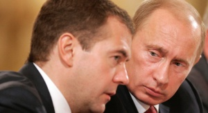 Miedwiediew mówi biznesmenom, by wybrali między nim i Putinem