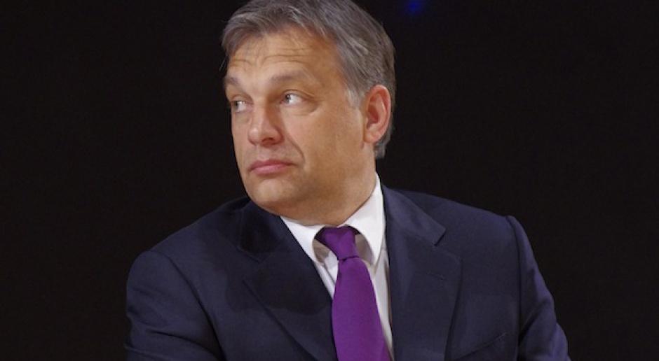 Jak Viktor Orbán kupuje zaufanie Węgrów