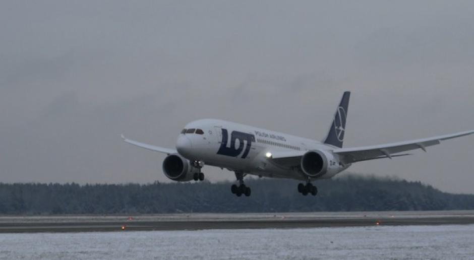 Usterki w dreamlinerach ciążą Boeingowi i liniom lotniczym