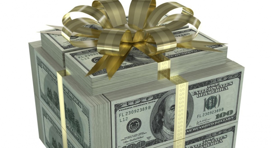 Fiskus może zażądać podatku od najdroższych prezentów pod choinkę