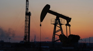 Iran obniży cenę ropy o 5-10 dolarów na baryłce