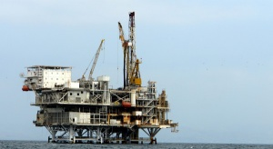 MAE: produkcja ropy spada, ale wciąż jest wysoka