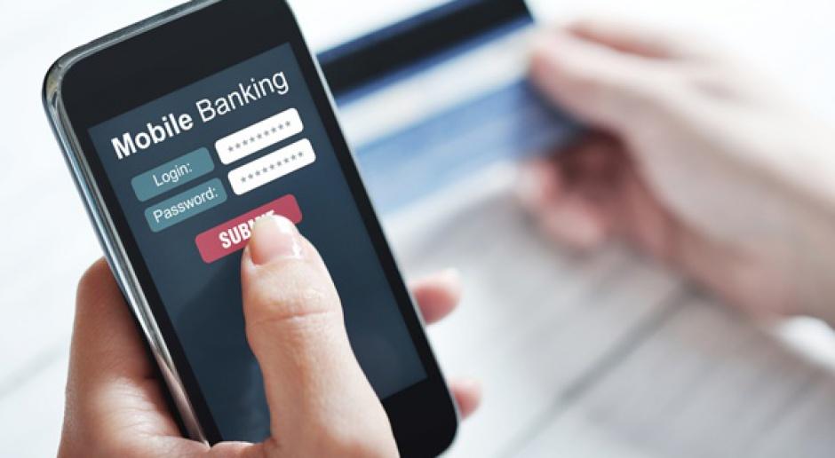 KNF: konta bankowe właścicieli smartfonów - najbardziej zagrożone cyberprzestępczością
