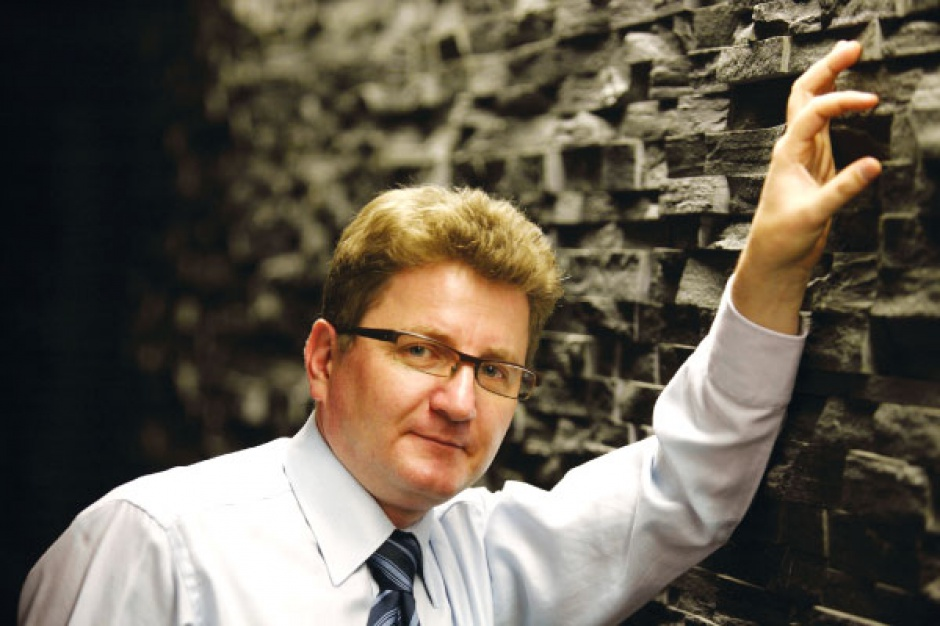 - Zaciągnięcie kredytu na większą kwotę jest obecnie ryzykowne - mówi Krzysztof Jędrzejewski, wiceprezes Kopeksu. - Szczególnie do dużych akwizycji należy podchodzić z należytą ostrożnością.