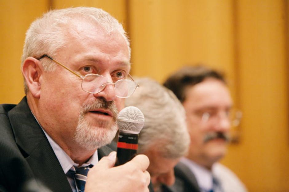 Vladimir Cerny, dyrektor ds. strategii CEZ Polska, zapewnia, że w Czechach, w regionach, gdzie działają dwie elektrownie jądrowe CEZ - czyli w Dukovanach i Temelinie - większość ludzi jest związana zawodowo z ich działaniem. Wiedza na temat bezpieczeństwa i zysków, jakie płyną dla regionu dzięki elektrowni, sprawia, że lokalna społeczność akceptuje atomowe sąsiedztwo.