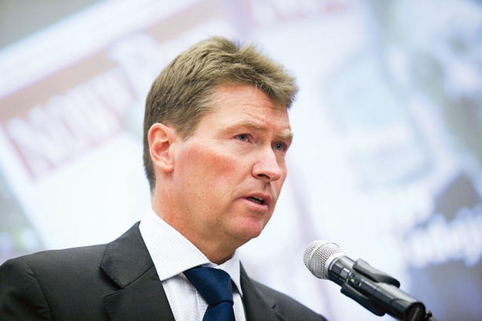 Jedną z bardziej kontrowersyjnych kwestii w debatach nad rynkiem energii jest przymus handlu na giełdzie. Torbjoern Wahlborg, dyrektor generalny Vattenfall w Polsce, uważa, że kwestię tę powinien regulować rynek, a nie administracyjny nakaz.