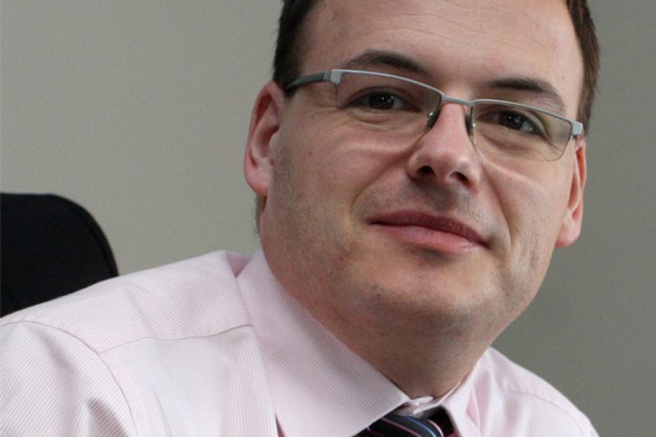 Tomasz Frankiewicz  dyrektor IT ArcelorMittal Poland      - W 2011 roku w oparciu o zintegrowane środowisko raportowania SAP Business Warehouse - SAP Business Objects polski oddział koncernu zbudował zrównoważoną kartę wyników (Balanced Scorecard).     Pozwala ona uzyskać szybko wiarygodną informację o kluczowych parametrach i wskaźnikach osiąganych przez firmę.     W sytuacji kryzysu czy recesji taki dostęp do danych jest nie do przecenienia. Projekt ten zyskał tak pozytywne oceny, że będzie wdrażany we wszystkich zakładach na terenie Europy Wschodniej.