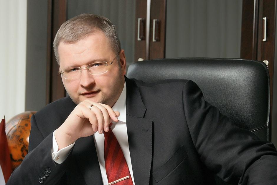 Andrejs Aleksejevs  prezes Severstallat Silesia      - Zakończyliśmy pierwsze półrocze nawet lepiej, niż oczekiwaliśmy. Teraz wykorzystujemy wszystkie nasze zasoby, aby z sukcesem zakończyć trzeci kwartał, który jest raczej trudniejszy. Przyczyną takiej sytuacji jest długotrwały brak stabilizacji cen na rynku.     Wielu z naszych klientów doświadcza negatywnego wpływu problemów związanych z zatorami płatniczymi na rynku. Prognozy na drugą połowę 2012 r. jak na razie są mniej optymistyczne od tych na pierwszą połowę.