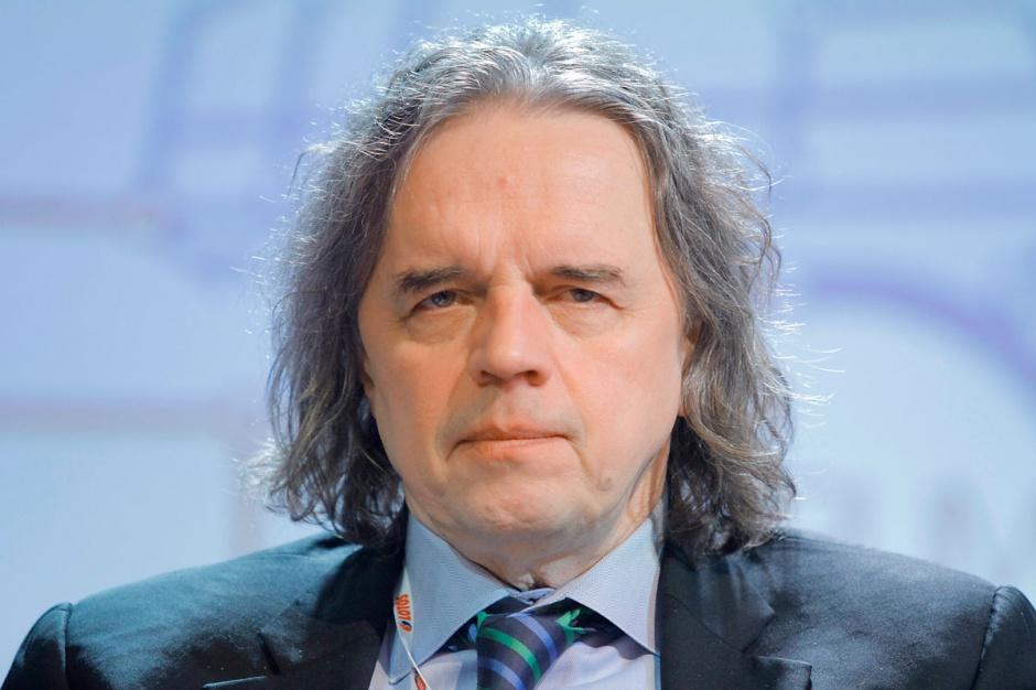 Krzysztof Kilian  prezes PGE    - Zmiana dynamiki rozwoju gospodarczego oraz zwiększająca się moc uprzywilejowanych w systemie energetycznym źródeł odnawialnych wpłynęły na spadek zapotrzebowania na energię ze źródeł konwencjonalnych i tym samym na cenę energii na rynku hurtowym.
