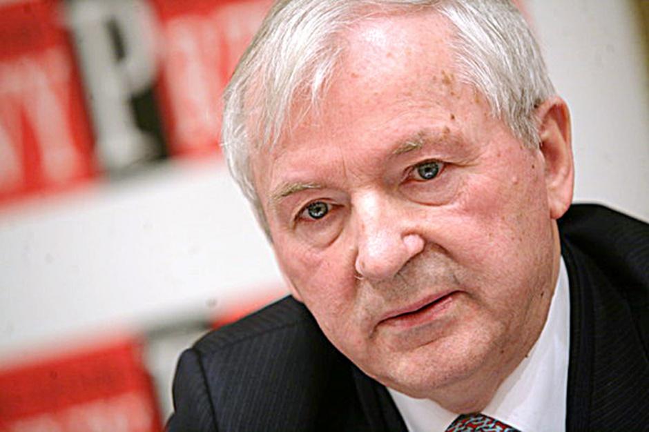 Prof. Stanisław Gomułka, były wiceminister finansów, główny ekonomista BCC      - Radykalnych reform nie należy oczekiwać. Można mieć tylko nadzieję na spełnienie paru zapowiedzi z exposé pani premier.
