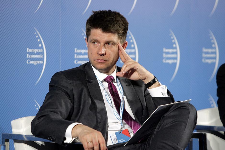 Ryszard Petru, przewodniczący Towarzystwa Ekonomistów Polskich      - Sprzedajemy za granicę towary mało przetworzone. Mamy olbrzymi przyrost eksportu, ale jego generowana w Polsce wartość dodana jest mała.