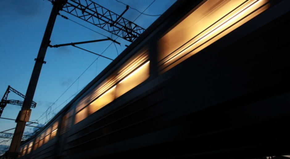 Coraz więcej Polaków jeździ pociągami