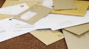 Poczta Polska dostarcza coraz mniej listów. Koronawirus przyspieszył ten trend