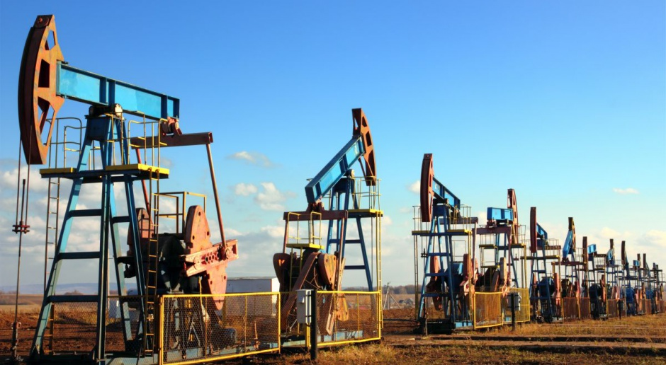 Świat pompuje coraz więcej ropy