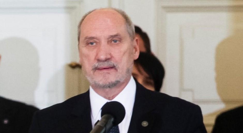 Macierewicz powiązany z amerykańskim lobbystą? PO chce wyjaśnień