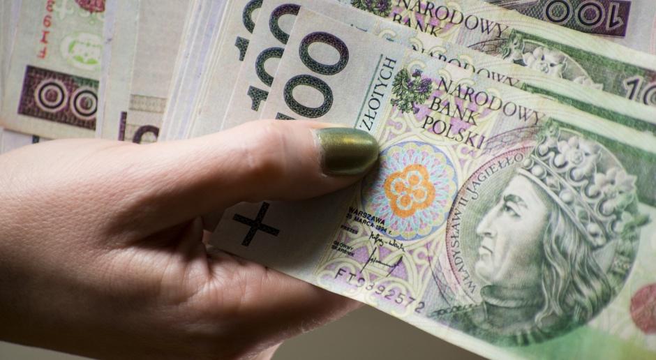 Rząd chce obniżyć do 15 tys. zł wartość transakcji gotówkowych