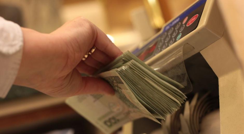 Banki mają większe zyski dzięki lenistwu Polaków