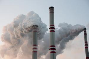 Duży spadek cen CO2. Widać rosnącą niepewność