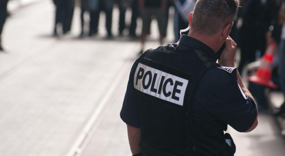 Francuska policja walczy o odzyskanie dostępu do tzw. zakazanych stref
