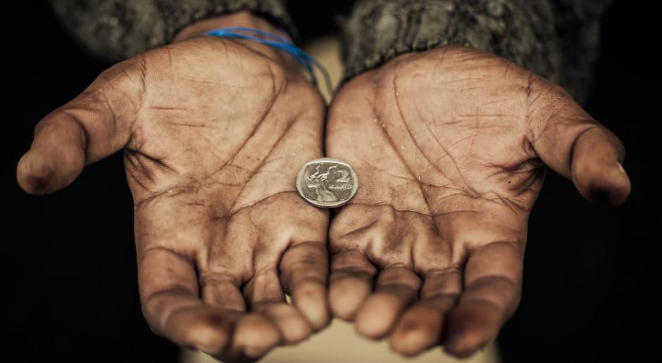 Coraz więcej Polaków zagrożonych skrajnym ubóstwem