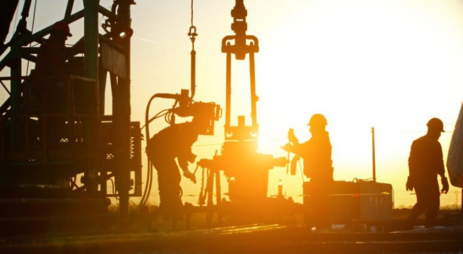 Ceny ropy dotarły do oporu po gwałtownym wzroście produkcji i zapasów w USA