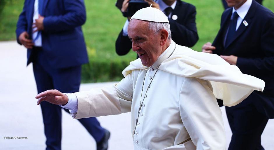 Papież apeluje o energetyczną przemianę i odchodzenie od paliw kopalnych