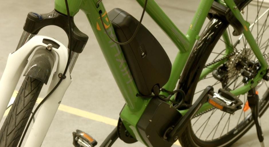 Finlandia: Kierowcy chętnie złomują stare auta w zamian za dopłatę do roweru elektrycznego