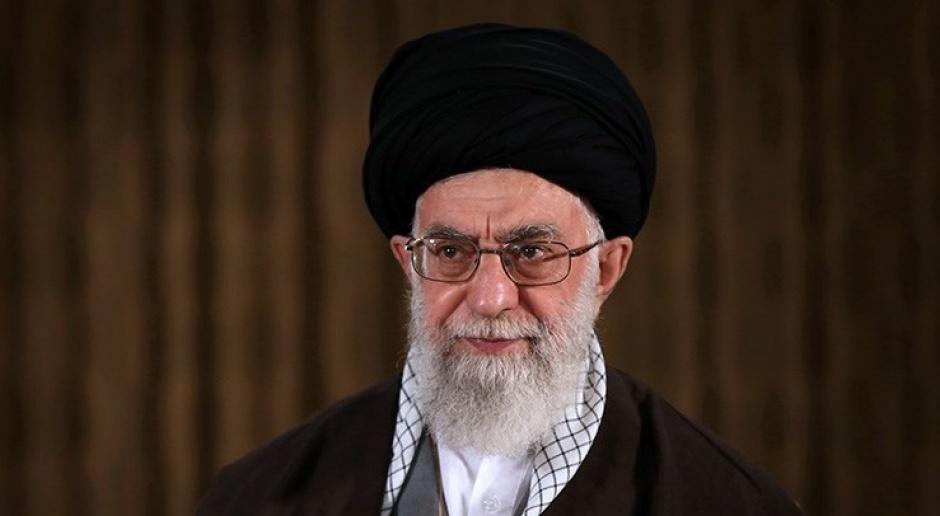 Iran: Twitter usunął post ajatollaha Chameneia o tym, że nie można ufać szczepionkom z USA i Wielkiej Brytanii