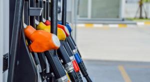 Benzyna jest tańsza niż przed rokiem