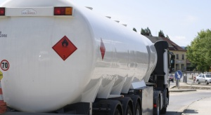 """Kolejki cystern przed bazami paliw efektem """"pakietu paliwowego"""""""