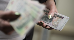 """""""Życie"""" banknotu w Polsce dłuższe o prawie 280 dni. Dlaczego?"""