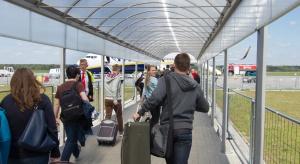 Lotnisko w Modlinie podało dane za pół roku