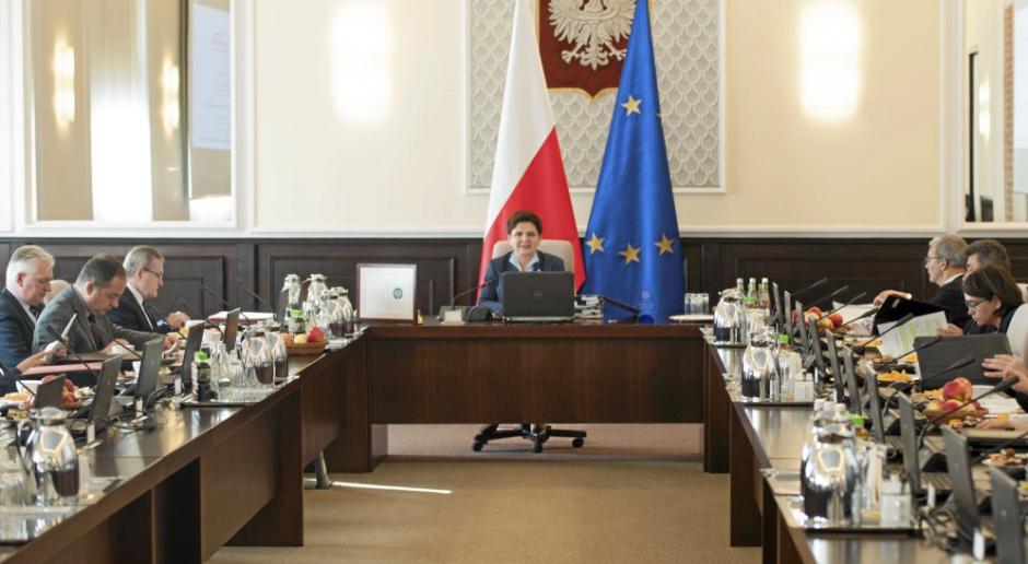 Pierwszy rok Beaty Szydło w fotelu premiera. Które obietnice zostały zrealizowane?