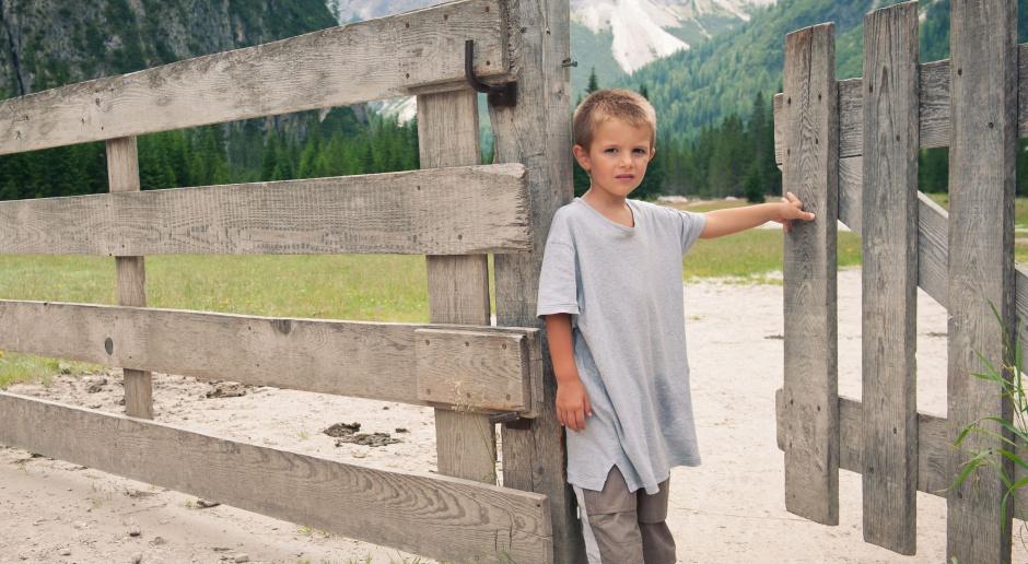 """""""Bieda w Polsce ma twarz dziecka"""". Czy rządowy program to zmieni?"""