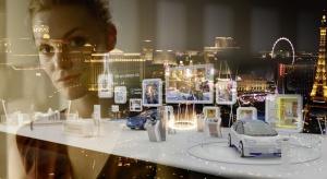 Komunikacja auto-człowiek podczas wystawy nowych technologii w Las Vegas