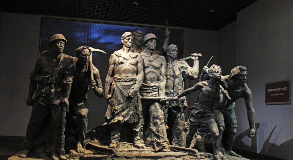 Chiny: 21 górników uwięzionych po wypadku w kopalni Xinjiang
