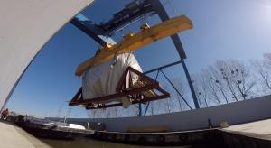 Pod prąd, w górę rzeki - turbina z GE Power w Elblągu dopłynęła do Elektrowni Opole [Wideo]