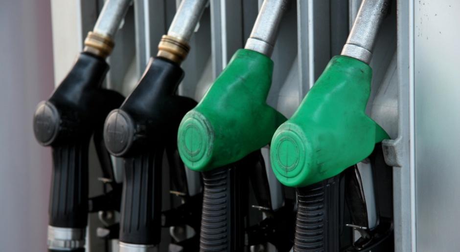 Analitycy: ceny paliw na stacjach powinny spadać