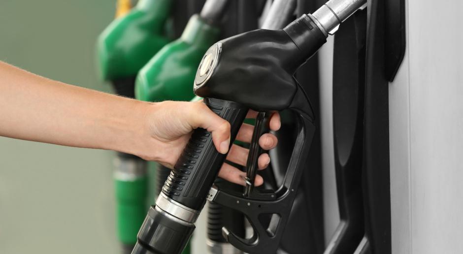 Dobre wiadomości ze stacji paliw - benzyna żegna 5 zł
