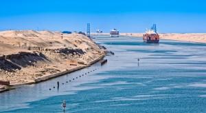 Zarządcy Kanału Sueskiego chcą rozbudować szlak i kupić wielki dźwig